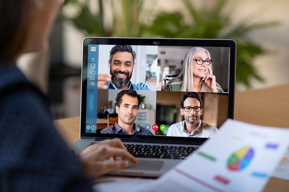 Videobellen met vier collega's